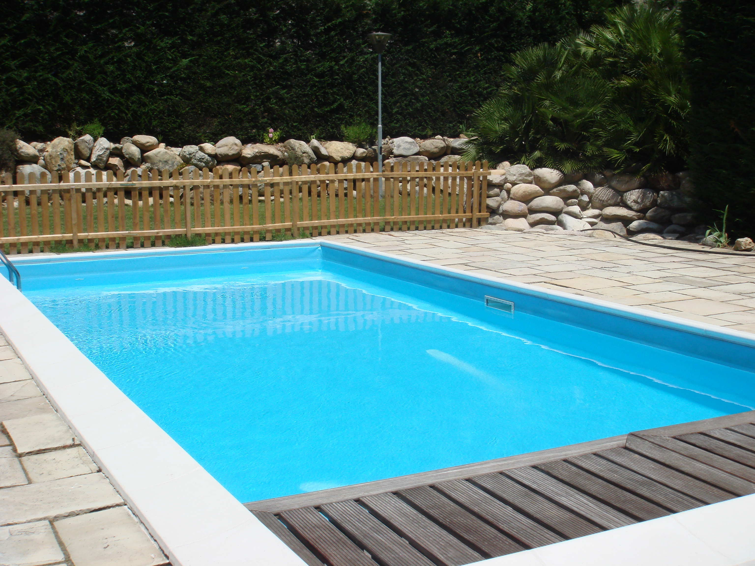 Image gallery outdoor swimming pools for Swimming pool images